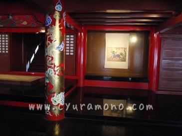 首里城の朱塗りの柱