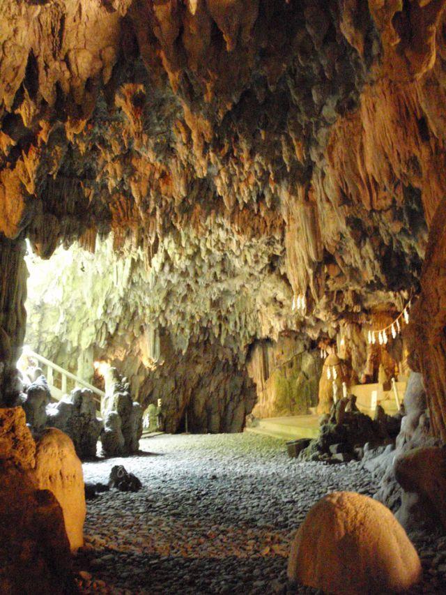 普天間宮洞穴中