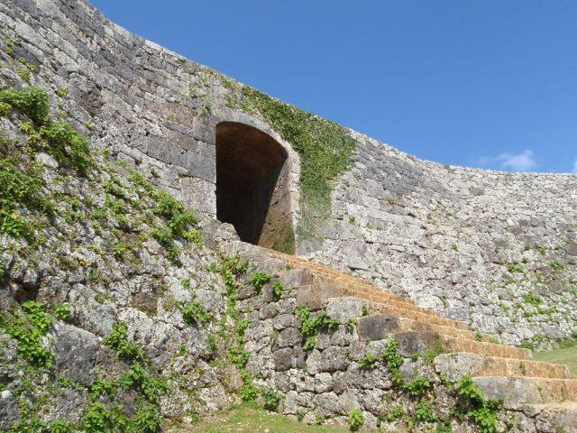 沖縄最古のアーチ型石造門