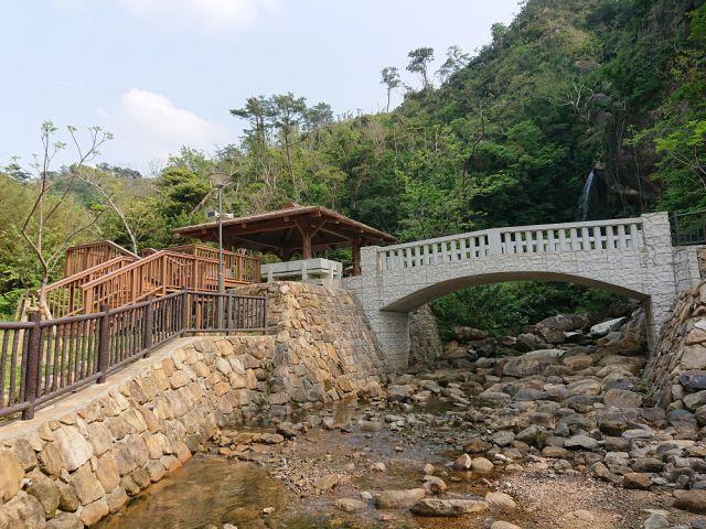 轟の滝から流れる小川